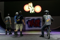 End of the BMX and rollerblade session on te half pipe